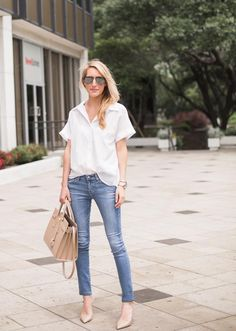 Krystal Schlegel classic blue denim and white tee - Denim And White - Ideas of Denim And White - Krystal Schlegel classic blue denim and white tee Denim Fashion, Fashion Outfits, Womens Fashion, Girl Outfits, Casual Chic, White Short Sleeve Blouse, Short Sleeves, Look 2015, Outfit Des Tages