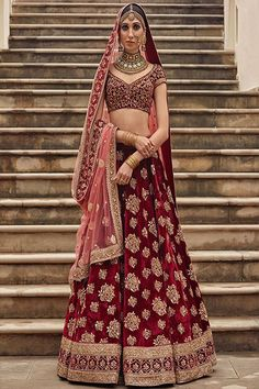 Latest Bridal Lehenga Designs by Sabyasachi - Fashion Foody Indian Bridal Outfits, Indian Bridal Lehenga, Indian Bridal Wear, Indian Dresses, Bridal Dresses, Bridal Lenghas, Sabyasachi Lehenga Bridal, Bridal Lehnga Red, Lehenga Dupatta