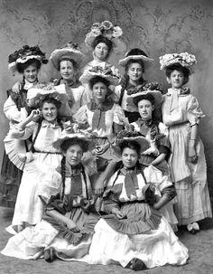 Portrait+of+ten+women+in+costume.jpg (795×1024)