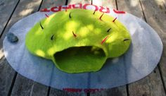 DIY: tutorial for a wet felted cat cave with spikes http://feltingandfiberstudio.com/2012/07/19/felted-cat-cave-a-quick-how-to/ #wetfelting #studiopaars