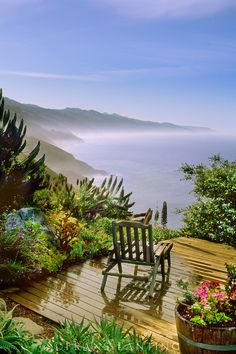 <3 Private view from a terrace over the coast - Big Sur, California  (by Frans Lanting)