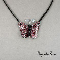 """Collier pendentif papillon vinyle rouge,rose et noir """"léa"""" - Un grand marché Diamond, Jewelry, Pendant Necklace, Playing Card, Black Backgrounds, Butterflies, Unique Jewelry, Red, Jewlery"""