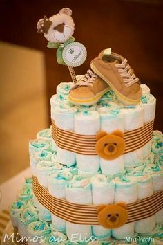 BOLO URSINHOS - BOLO DE FRALDAS MARROM - CHÁ DE BEBÊ Baby Shower Crafts, Cheap Baby Shower, Baby Crafts, Baby Shower Parties, Baby Shower Themes, Baby Boy Shower, Diaper Cake Boy, Nappy Cakes, Mini Diaper Cakes