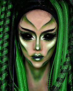 Alien Makeup / Kostüm - Diy Make up Ideen - Makeup Alien Halloween Makeup, Halloween Makeup Looks, Alien Makeup Ideas, Halloween Eyeshadow, Halloween Inspo, Halloween 2019, Fx Makeup, Cosplay Makeup, Eyebrow Makeup