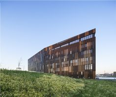 Gallery of École Nationale Supérieure Maritime in Le Havre / AIA Associés - 28 Colour Architecture, School Architecture, Contemporary Architecture, Le Havre, School Building, Commercial Architecture, Learning Spaces, Cladding, Metallica