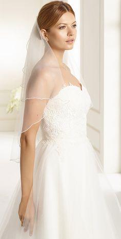 Fine veil S111 from Bianco Evento #biancoevento #veil #weddingdress #weddingideas #bridetobe