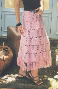 Not usually my thing, but this is very dainty. Crochet Skirts, Knit Skirt, Crochet Clothes, Dress Skirt, Lace Skirt, Crochet Woman, Love Crochet, Crochet Lace, Lidia Crochet Tricot