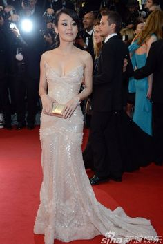former LOST star Kim Yun Jin glowed in this beaded strapless Zuhair Murad dress