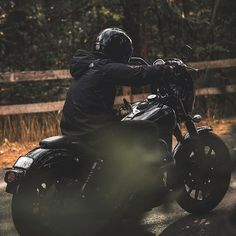 @iamstatice it. Just ride... : : @wild1dunn : : @iamstatice : : @crooked_clubhouse : : #harley #harleydavidson #dyna #simpsonhelmets #outlawbandit #outlaw #fxdl #fxdls #fxd #fxdx #fxdxt #fxdb #fxr #fxrt #hooligans #ftw #forevertwowheels #superglide #dynacanada #fall #pumpkinspice #scarves #lattes #canada #ontario #discovercanada #explorecanada : : @harleydavidson @harleycanada @dynacanada @dynamite_crew @clubstyle_europe @clubstyle_thailand @valley_dyna_crew @simpson_motorcycle_helmets…