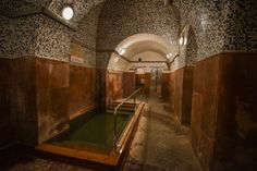 A bath without hotspring - Kiraly bath Budapest Király Bath is the only thermal bath of Budapest, which was not built over a hot spring. Moreover, the only bath, which was really built by Turks. Hot Springs, Hungary, Budapest, Castle, Construction, Bath, Building, Life, Spa Water