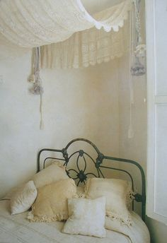 table cloth used for bed canopy; very shabby chic Daybed Outdoor, Home Bedroom, Bedroom Decor, Ivory Bedroom, Bedroom Ideas, Shabby Bedroom, Bed Ideas, Bedroom Designs, Bedroom Inspiration