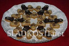 Oříškové zvonečky s kapučínem Czech Food, Czech Recipes, Christmas Cookies, Desserts, Xmas Cookies, Tailgate Desserts, Deserts, Postres, Christmas Desserts