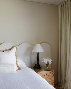 Guest Bedroom Decor, Master Bedroom Design, Home Bedroom, Bedroom Interiors, Bedroom Inspo, Bedroom Designs, Guest Room, Minimal Bedroom, Bedroom Corner
