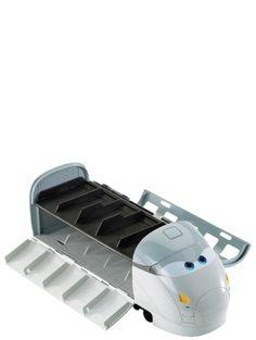 Salakuljeta pikkuautojasi ovelan Autot 2-vakoojajunan uumenissa! Tässä vauhdikkaassa, junan muotoisessa kantokotelossa on tilaa yli 10 pikkuautolle. Junassa on toimivia ohjuksia ja ramppi, jota pitkin autot voi laukaista junasta. Autot myydään erikseen (junaan sopivat esim. Autot-lehden mukana tulevat pikkuautot). Junan pituus on n. 31 cm, leveys n. 11 cm ja korkeus n. 11 cm. Discount Car, Spy, Shoe Rack, Kids Toys, Mini, Baby Kids, Train, Cars, Disney Pixar