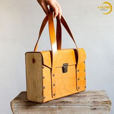 Leather Products, Curtido, Box Design, Tote Bag, Diy, Fashion, Woodwind Instrument, Frases, Wood Furniture