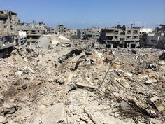 Razed to the ground. This is what's left of one  neighbourhood in Eastern #Gaza pic.twitter.com/nLNbVkkEQm