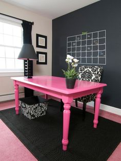 Feminine+home+office+with+black+white+and+pink+decor