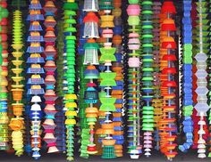 Choi Jeong-Hwa trash art made with materials purchased at stores in LA. Recycled Art Projects, Recycling, Trash Art, Plastic Art, Junk Art, Unusual Art, Art Lessons Elementary, Art For Art Sake, Green Art