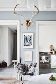 Summer Blues: 11 Super-Cool Rooms to Soothe Your Senses (Apartment Therapy Main) Best Bedroom Colors, Bedroom Paint Colors, Living Room Paint, Living Room Colors, Blue Paint Colors, Wall Colors, Deco Boheme, Blue Rooms, Cool Rooms