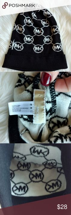 (MICHAEL KORS) WINTER HAT NWOT..NEVER WORN. NO STAINS,RIPS OR WEAR...LIKE NEW Michael Kors Accessories Hats