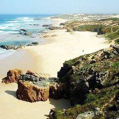 Essa é a Praia do Malhão, no #Alentejo! ☀️