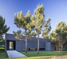 Image 16 of 25 from gallery of L House / Estudio PKa. Photograph by Alejandro Peral Arch House, Residential Architecture, Modern Architecture, Villa, Prefab Homes, Facade, Beautiful Homes, Exterior, House Design