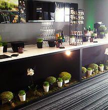 Installation du showroom pour les dégustations chez Cirette Traiteur. #sarahfarsyscénographie #dégustation #mariage #buffet #verdure
