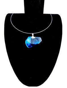 Modrý+Mauricius+2018+-+ručně+broušené+sklo+a+nerez+Modrý+Mauricius/luxusní+autorský+šperk+-+je+tvořen+překrásným+tmavě+modrým+sklem.+Sklo+tvořím+ve+svém+sklář.ateliéru+vč.tavení+a+následného+broušení,+které+probíhá+v+několika+krocích.+Celý+šperk+je+ručně+vyroben+vč.nerezového+závěsu.+Šperk+je+zavěšen+na+nerezové+obruči+o+průměru+0,8+-+1+mm.+Obruč+je...