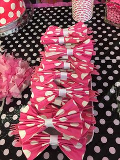 Minnie Mouse napkin bows as utensil holders! Minnie Mouse napkin bows as utensil holders! Minnie Mouse napkin bows as utensil holders! Minnie Mouse napkin bows as utensil holders! Minnie Mouse Birthday Decorations, Minnie Mouse Theme Party, Minnie Mouse First Birthday, Minnie Mouse Baby Shower, Mickey Party, Mickey Mouse Birthday, Minnie Mouse Pinata, Minnie Birthday Ideas, Minie Mouse Party