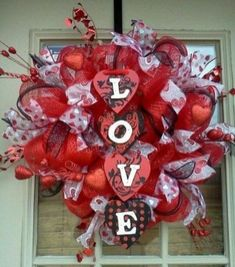 48 Extraordinary Diy Wreaths Design Ideas For Valentines Day decoration Diy Valentines Day Wreath, Valentines Flowers, Valentines Day Decorations, Valentine Day Crafts, Valentine Ideas, Valentine Heart, Funny Valentine, Holiday Decorations, Diy Wreath