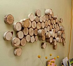 Wall art made of used toilet paper rolls is cool but the one made from wood strips or from wood logs is better. DIY wall art from wood logs is super Metal Tree Wall Art, Diy Wall Art, Wood Wall Art, Diy Art, Craft Art, Diy Design, Design Ideas, Interior Design, Mur Diy