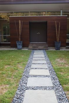 48 Captivating Front Yard Path Walkway Ideas - Designing a front yard is usually about accessibility and invitation. We spend hardly any time in the front yard as opposed to the backyard, but it is. Rock Walkway, Stepping Stone Pathway, Outdoor Walkway, Paver Pathway, Gravel Patio, Stone Walkways, Paver Stones, Concrete Pavers, Paver Sand