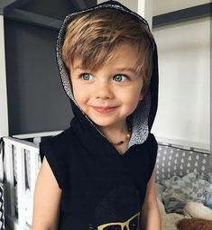 What Robin Hood looked like as a really cute kid. So Cute Baby, Cute Little Boys, Mom And Baby, Little Babies, Baby Love, Cute Babies, Baby Kids, Beautiful Children, Beautiful Babies