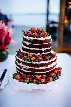 ©Nadi Bay Photography. Fiji wedding naked layer cake at the Sofitel Fiji Resort & Spa.