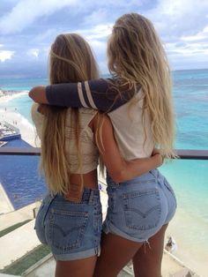 High waisted shorts and blonde hair BFF Best Friend Pictures, Friend Photos, Sexy Jeans, Tokyo Street Fashion, Short Waist, Best Friend Goals, Best Friends Forever, High Waisted Shorts, Denim Shorts