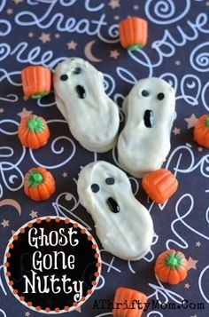 Nutty Ghost for Halloween , quick and easy Ghost Cookies for Halloween, #NutterButterGhost, #Halloween Halloween Class Party, Halloween Cupcakes, Halloween Candy, Easy Halloween, Halloween Goodies, Nutter Butter Cookies, Ghost Cookies, Spider Cupcakes, Cupcake Toppers Free