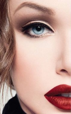 i want to be this pretty and be able to pull off red lipstick.