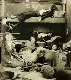 Interp: Depressed widows with spending money pass out in an opium den. Chinese owner has called a man to come get them. Antique Photos, Vintage Pictures, Old Pictures, Old Photos, Victorian Photos, Opium Den, Creepy Pictures, Strange History, Historical Images