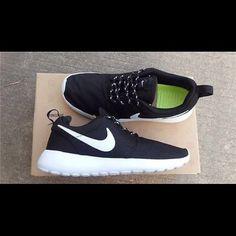 Black and White Roshe Runs Brand new never worn women's Nike Roshe run. 100% Auth Nike Shoes Sneakers