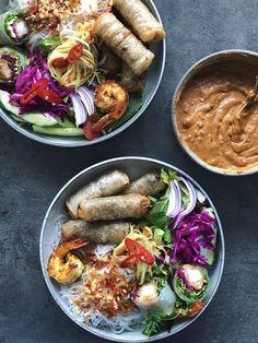 Peanutbutter dip til dine grøntsager eller asiatiske ret - mialindholm. Raw Food Recipes, Asian Recipes, Mexican Food Recipes, Great Recipes, Vegetarian Recipes, Cooking Recipes, Healthy Recipes, Dinner Is Served, Dessert For Dinner