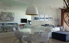 Apartamento na Riviera de São Lourenço tem decoração assinada pelo arquiteto Diego Revollo