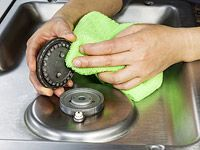 Clean Gas Stove Top and Burner Covers. Hands with microfiber cloth cleaning gas … - JudeBuxom. Clean Gas Stove Top, Gas Stove Burner, Stove Burner Covers, Stove Top Burners, Stove Oven, Grand Menage, Furniture Cleaner, O Gas, Kitchens