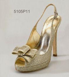 Great Gatsby style wedding - Roaring twenties bride's shoes - Bruid in Stijl: Bruidsmode 2014 trend: ROARING TWENTIES