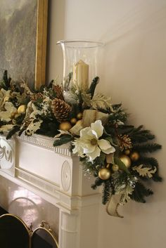 "magnolia christmas garland. Love magnolias, makes me miss my magnnolia tree in ohio - <3 *** Search ""mesas de navidad"" in Pinterest **** <3"