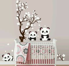 transformer la chambre enfant grâce aux stickers muraux - fleurs de cerise et pandas