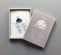 10가지 가상의 사물들을 실제 사이즈와 동일한 크기로 기록하여 나열. 10장의 원화를 엽서로 제작한 엽서책.