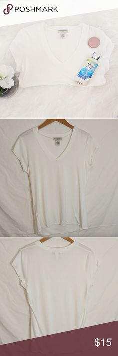 "Banana Republic V Neck Short Sleeve t-shirt Banana Republic V Neck Short Sleeve t-shirt Condition: Excellent! No stains or holes. Comes from a smoke and pet free home.  Measurements Below  Pit to Pit: 19""  Sleeve Length: 5""  Pit to Bottom: 16""  Size: Medium  Slight off-white in color Feel free to bundle and/or make me an offer!  Also comment if you want to be notified of new arrivals!  B197-0314-0150 Banana Republic Tops Tees - Short Sleeve"