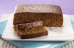 Parkin cake Parkin is a traditional English moist oatmeal cake that's low in fat – which means it keeps well and just gets stickier and stickier Parkin Recipes, Yorkshire Parkin, Yorkshire Food, Fall Recipes, Snack Recipes, Snacks, Cooking Recipes, Bonfire Night Treats, Skinny Recipes