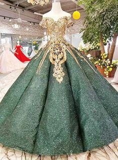 25 +> Vestido de baile verde com lantejoulas Apliques de ouro fora do ombro Vestido de noiva - . Ball Gowns Evening, Ball Gowns Prom, Ball Gown Dresses, Evening Dresses, Prom Dresses, Formal Dresses, Formal Prom, Dress Prom, Sequin Dress