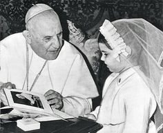 Pope John XXIII and a young girl celebrating her First Communion